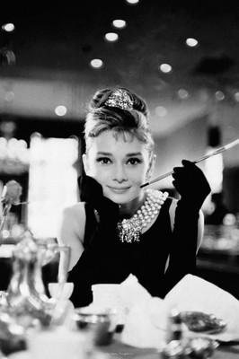 Pyramid International Maxi Poster - Audrey Hepburn - B&W Cig Portrait