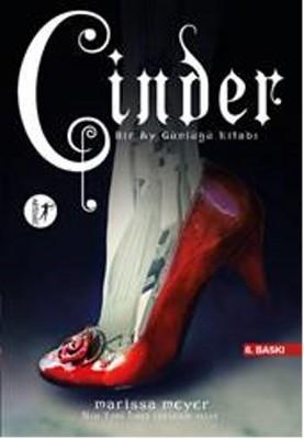 Cinder - Bir Ay Günlüğü Kitabı